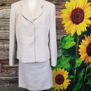 Jones wear skirt suit set